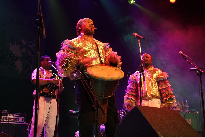 Danseuses Antillaises et Musiciens Créoles